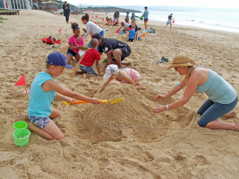 Bitou 10 Foundation Sandcastle Competition – great fun on Spring Day!